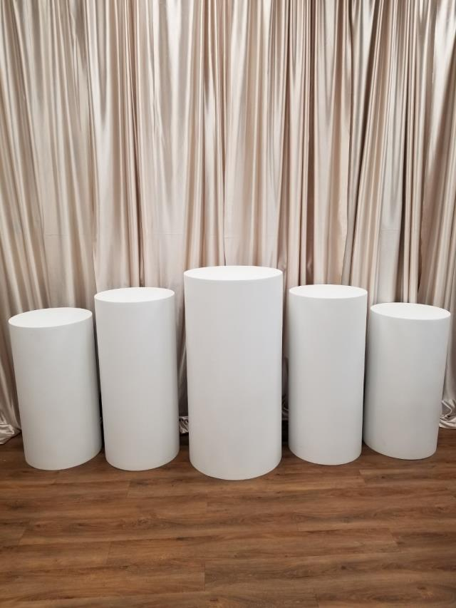 Where to find FLOOR COLUMN WHITE ROUND SET OF 5 in New Orleans